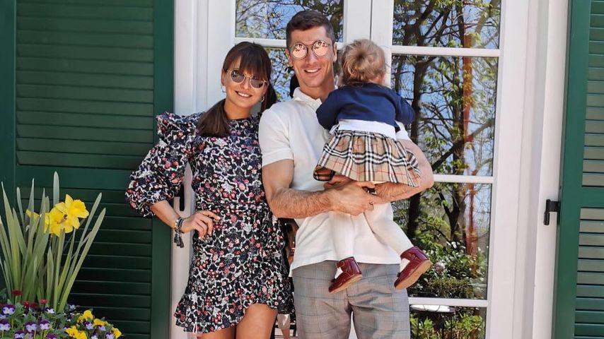 Anna und Robert Lewandowski mit ihrer Tochter