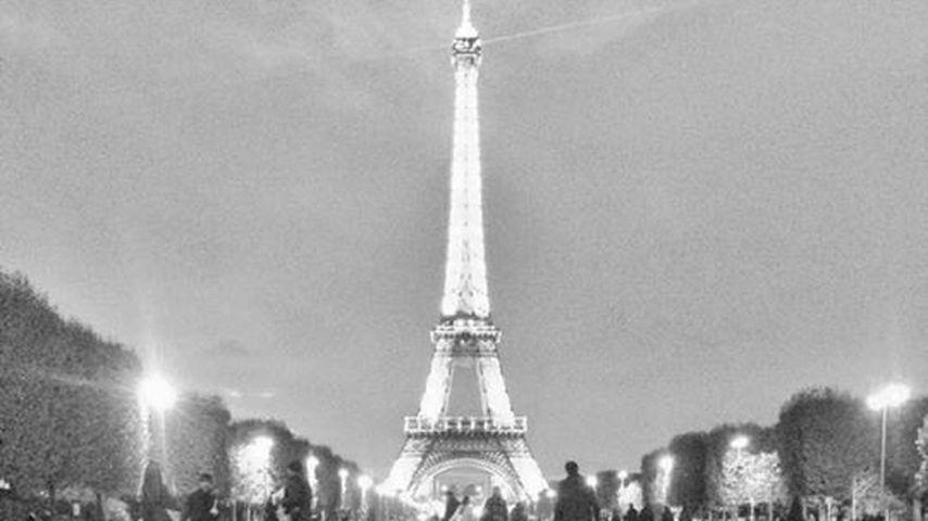 Nach der Arbeit: Annemarie Carpendale relaxt vor Eiffelturm