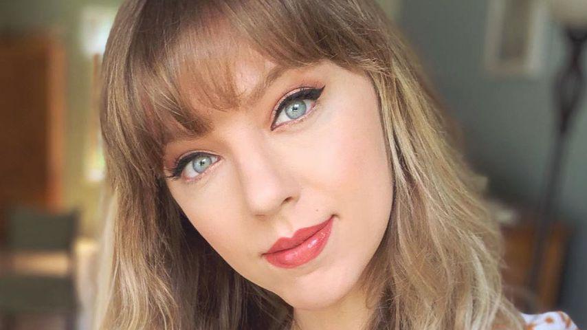 April Gloria als Taylor Swift