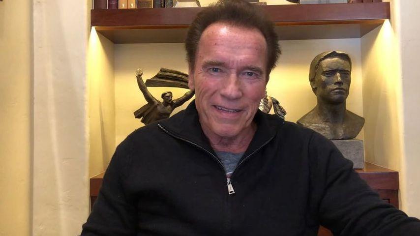 Arnold Schwarzenegger spricht in einer Videobotschaft