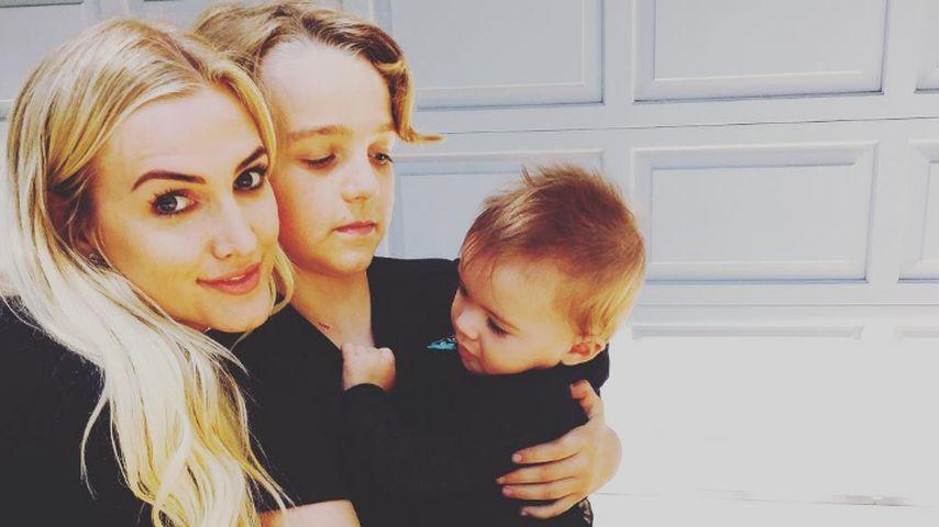 Ashlee Simpson mit ihren Kindern Bronx und Jagger