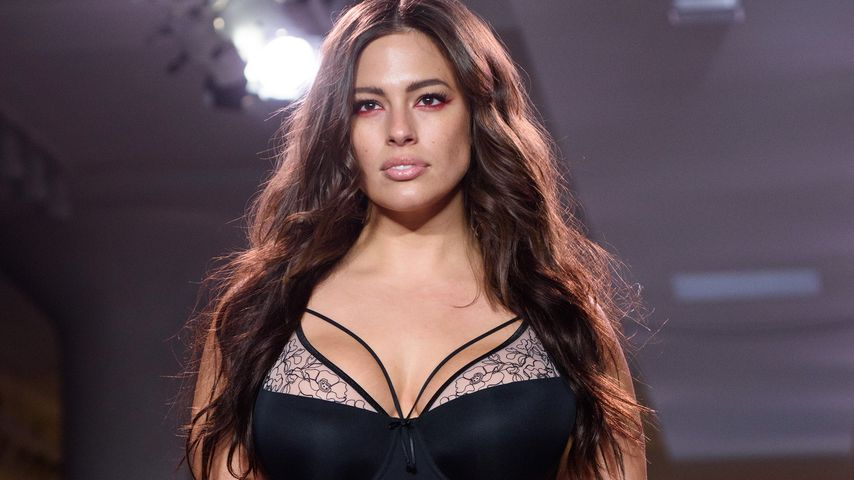 Cellulite? Kein Problem! Ashley Graham sexy in Lingerie