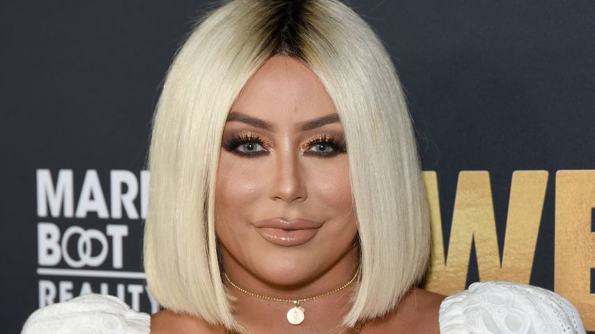 Aubrey O'Day steckt ihre Hunde ins Strand-Outfit