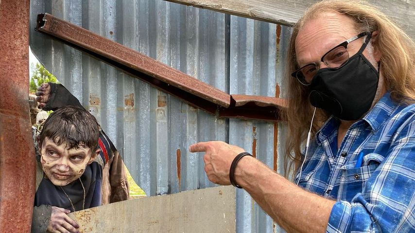 "Jeffrey Dean Morgans Sohn Augustus und Greg Nicotero am ""The Walking Dead""-Set"