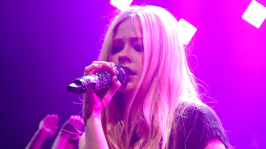 Avril Lavigne bein Y100's Jingle Ball 2013