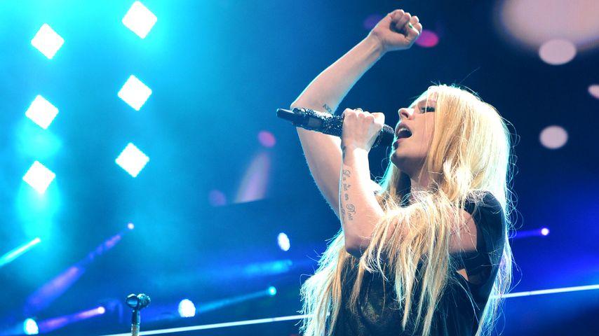 350.000$! Avril Lavigne zeigt ihren Verlobungsring