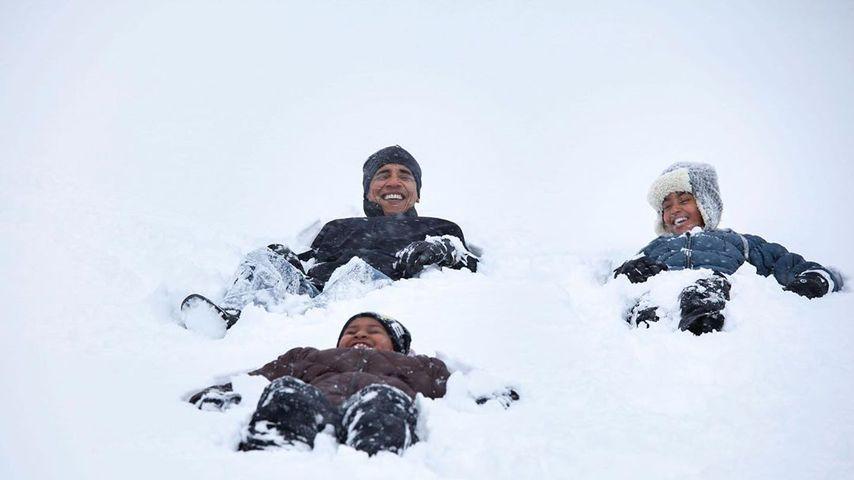 Verspielt im Schnee: Coole Valentinsgrüße von den Obamas