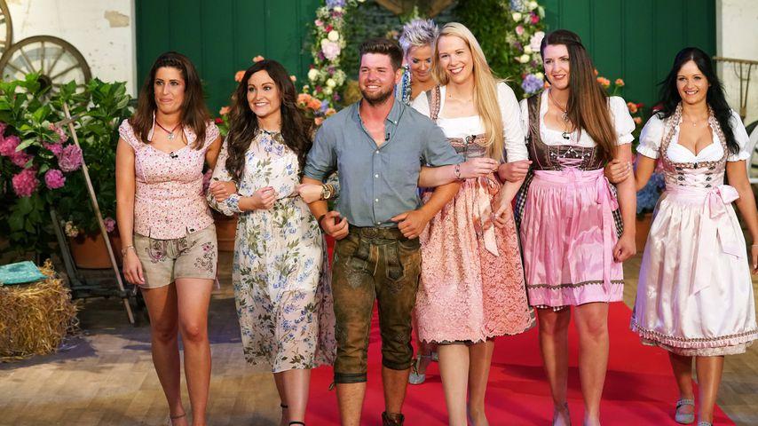 Bauer Michael mit Sonja, Britta, Carina, Jane und Conny (v.l.)