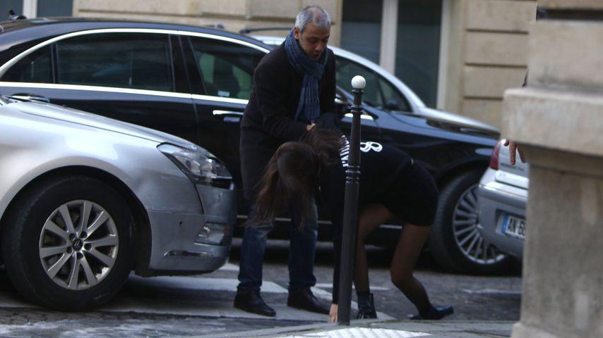 Na hoppla! Bella Hadid reißt es in Paris von den Beinen