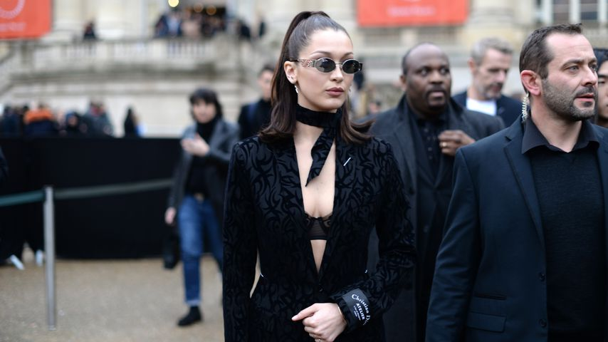 Bella Hadid bei der Dior-Show auf der Fashion Week in Paris