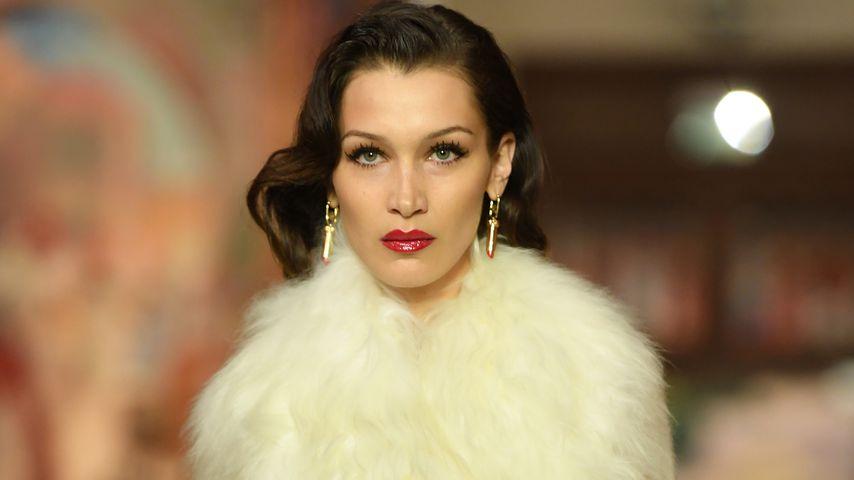 Bella Hadid auf der Paris Fashion Week im Jahr 2020