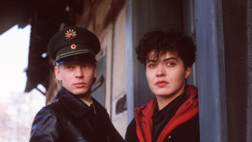 """Ben Becker und Ulrike Folkerts in """"Tatort: Tod im Häcksler"""", 1991"""