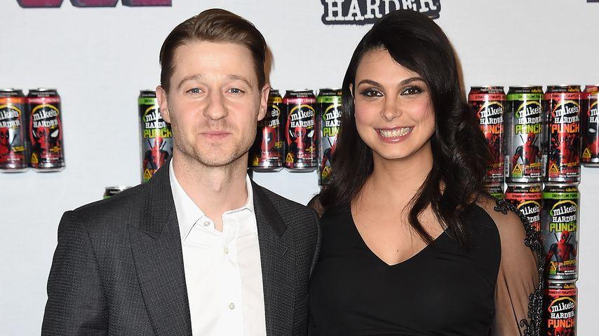 """Ben McKenzie und die schwangere Morena Baccarin beim """"Deadpool"""" Fan Event"""