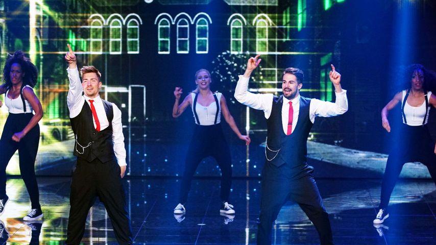 Philipp Boy (l.) und Benedikt 'Bene' Mayr tanzen zu 'YEAH 3' von Chris Brown