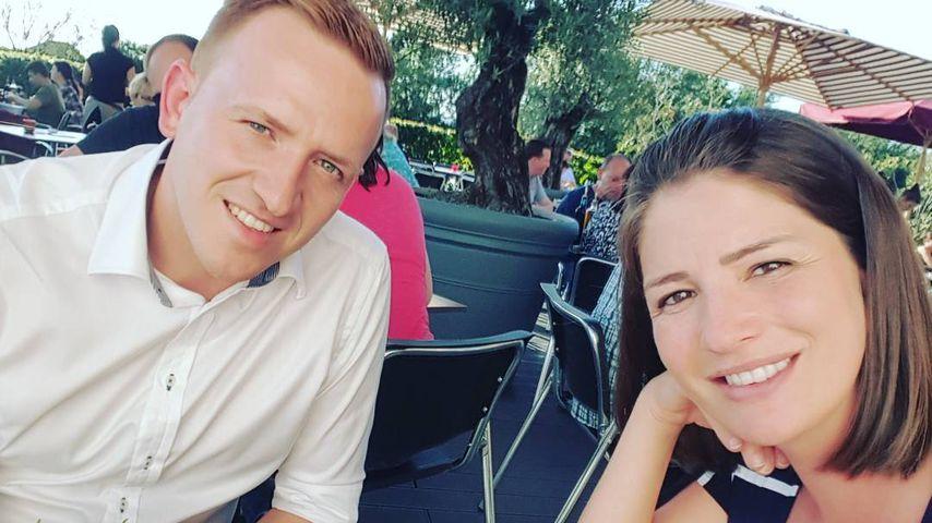 Bernadette Kaspar mit ihrem Mann in einem Restaurant
