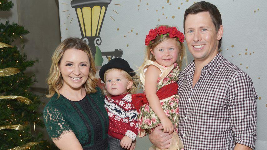Beverley Mitchell mit ihrem Ehemann Michael Cameron und ihren gemeinsamen Kindern