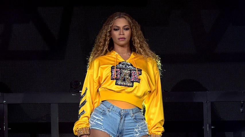 Tour-Panne: Beyoncé muss mit einer Leiter gerettet werden