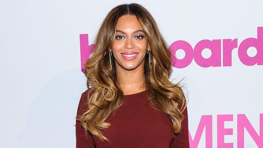 Super sexy! Beyoncé zeigt viel Bein im Wow-Kleid