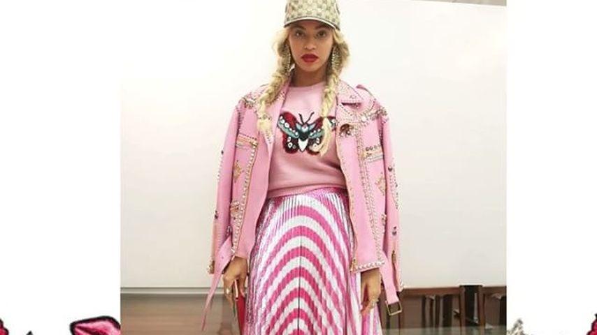 Beyonce in einem pinken Outfit