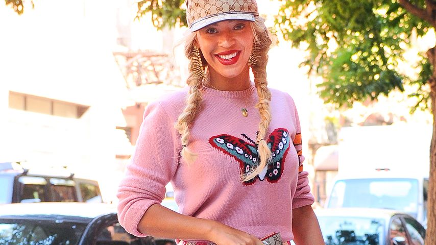 Beyonce in pinkem Outfit in New York City