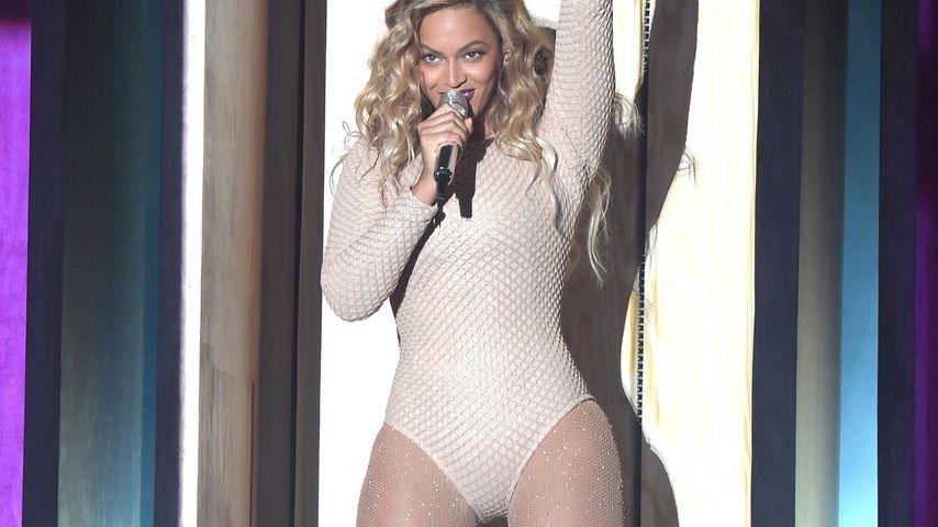 Bein-Attacke! Beyoncé überzeugt mit sexy Bühnenshow