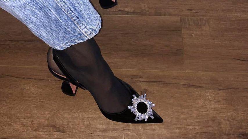 Bloggerin Amina Muaddi trägt Söckchen in High Heels
