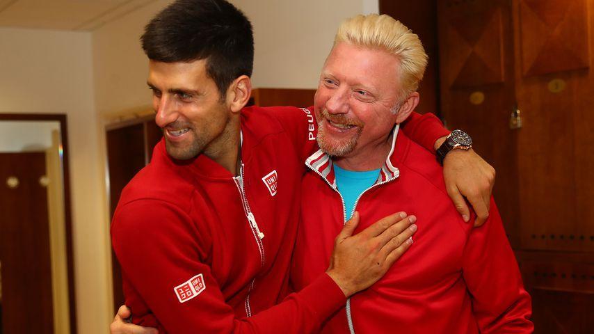 Boris Becker (r.) mit Novak Djokovic 2016 bei den French Open in Paris