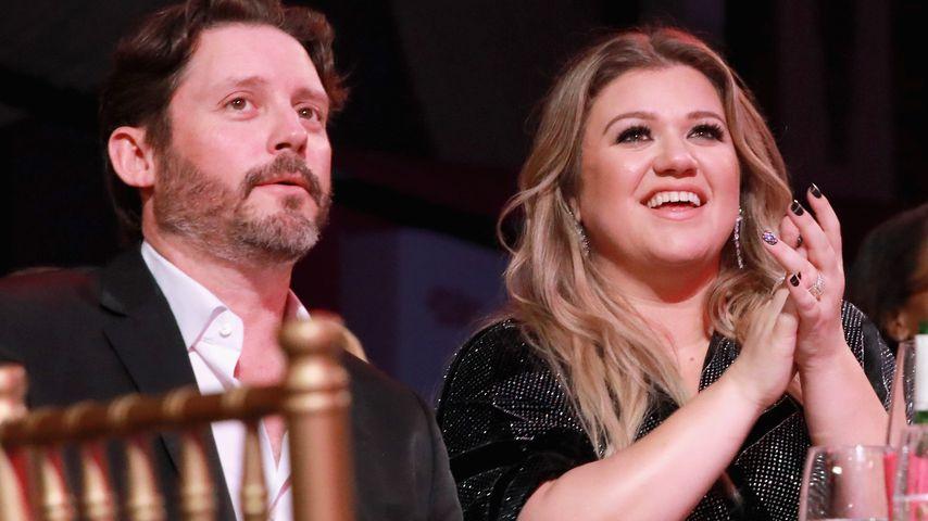 Brandon Blackstock und Kelly Clarkson sitzen