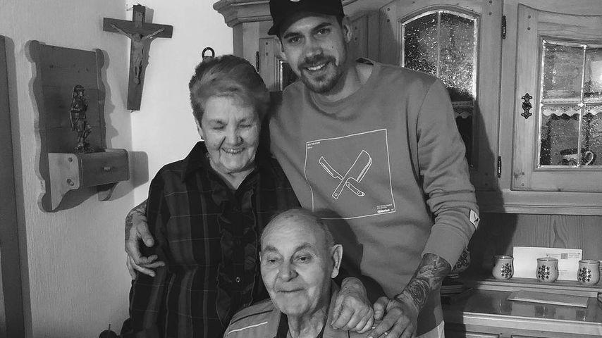 Brian Dwyer und seine Großeltern im März 2019