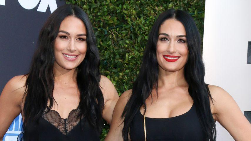 """Brie und Nikki Bella bei der """"WWE Friday Night Smackdown""""-Premiere in LA im Oktober 2019"""