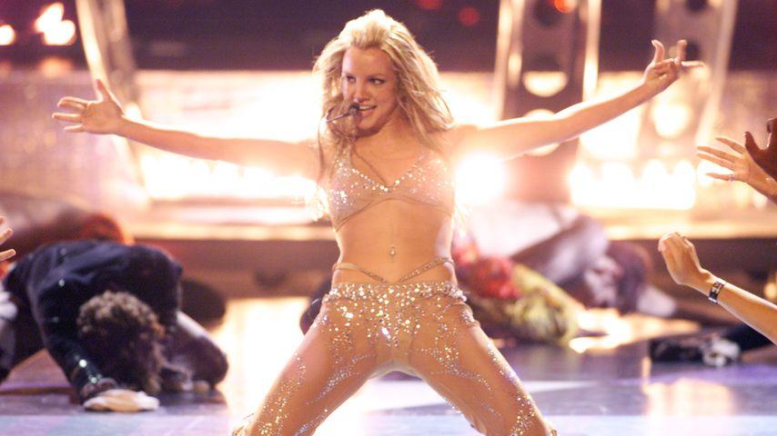 """Britney Spears bei ihrem Auftritt auf den """"MTV Video Music Awards"""", 2000 in New York"""