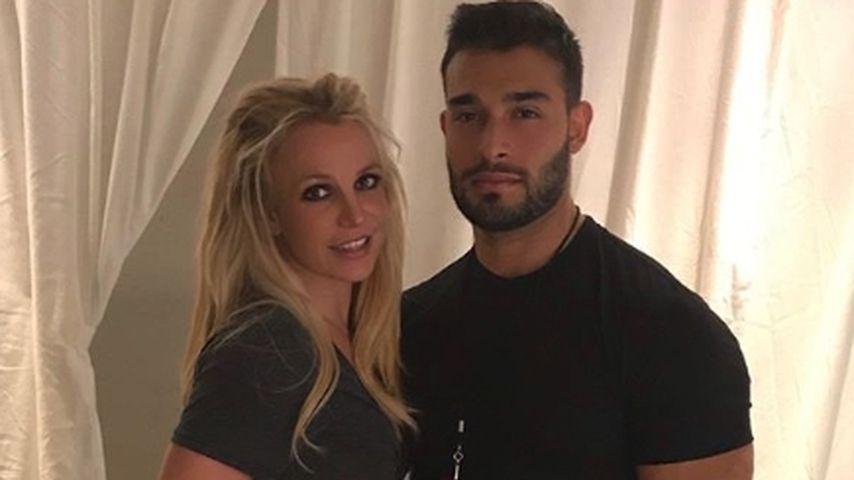 Von wegen Krise: Britney tänzelnd & knutschend mit ihrem Sam