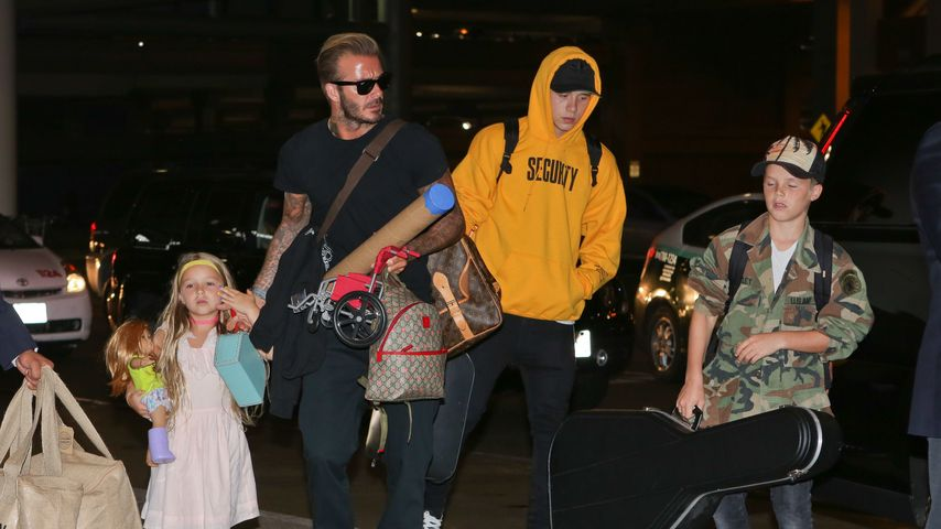 Brooklyn Beckham (3. v. l.) mit Papa David, Schwester Harper (l.) und Bruder Cruz (r.)