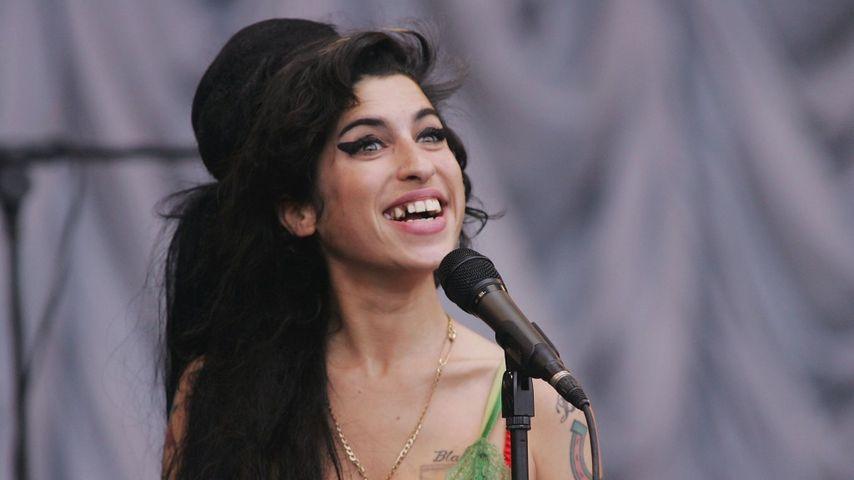 Amy Winehouse S Frisur Ist Heiss Promiflash De