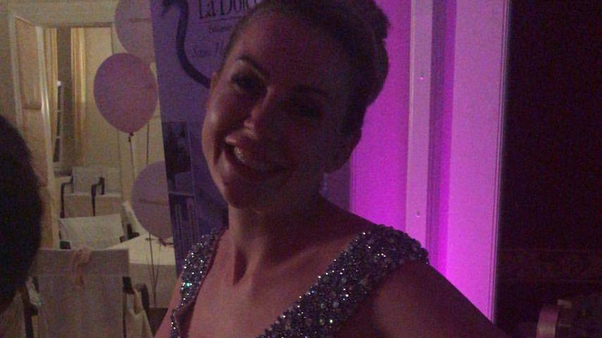 Kurz mit viel Glitzer: Caona Freier zeigt zweites Brautkleid