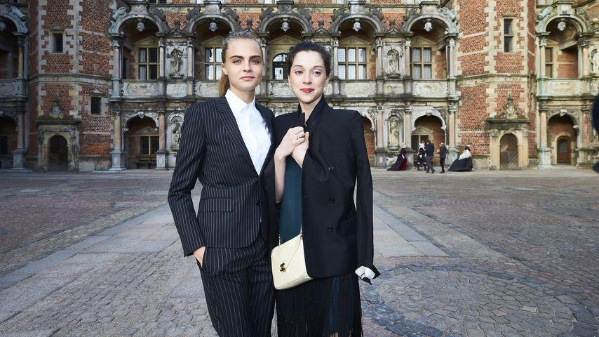 Cara Delevingne und St. Vincent (Annie Clark) im März 2016 in Paris