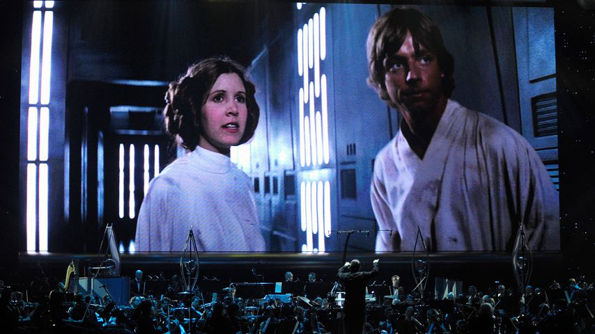 """Carrie Fisher und Mark Hamill auf der Leinwand beim """"Star Wars: In Concert"""" in Las Vegas"""