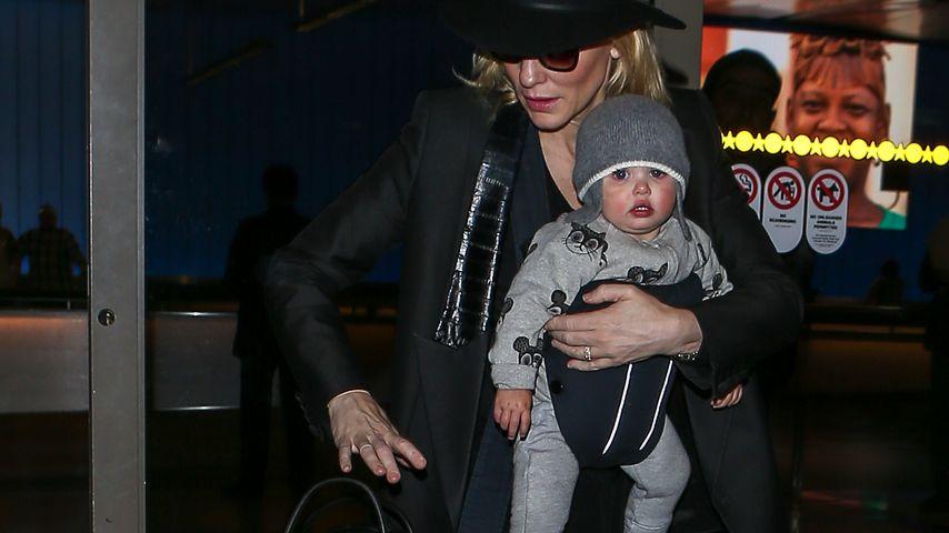 Süße Begleitung! Cate Blanchett reist mit Töchterchen Edith
