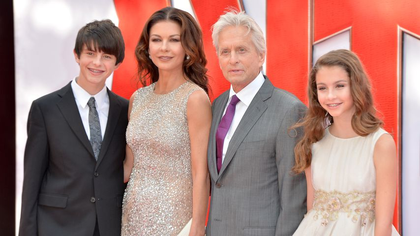 Catherine Zeta-Jones und Michael Douglas mit ihren Kindern in London