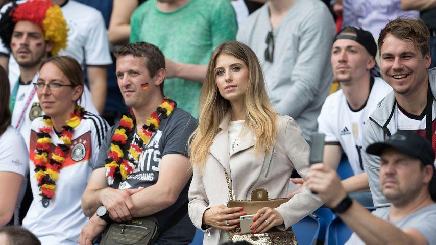 Cathy Hummels bei einem Spiel der deutschen Fußball-Nationalmannschaft, 2016