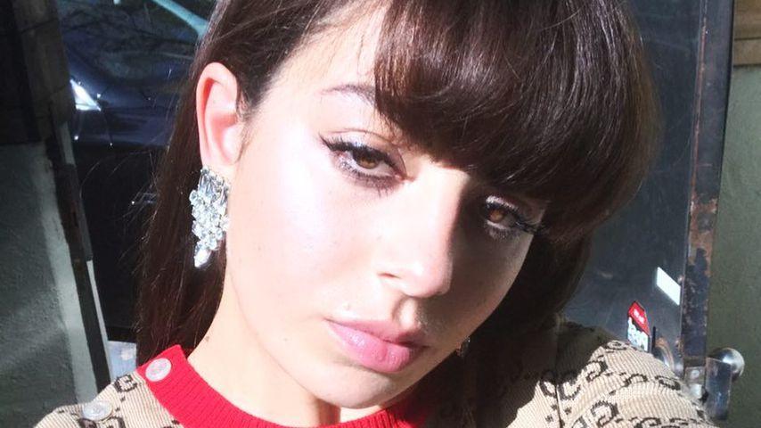 Uncooler Karriere-Start: Eltern fuhren Charli XCX zu Shows