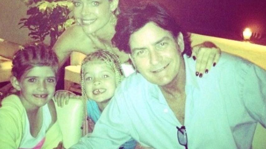 Idylle? Charlie Sheen twittert Family-Urlaubsbild
