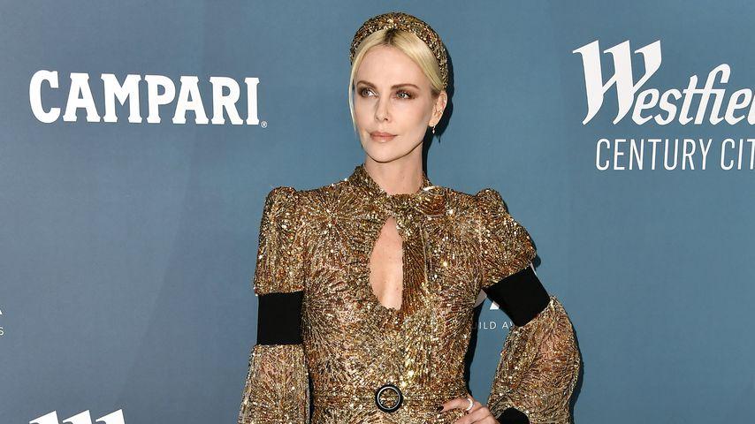Wie eine griechische Göttin: Charlize Theron glänzt in Gold!