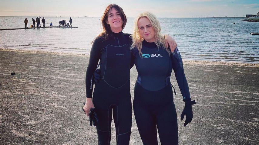 Im Surferlook: Rebel Wilson zeigt ihre sportliche Figur