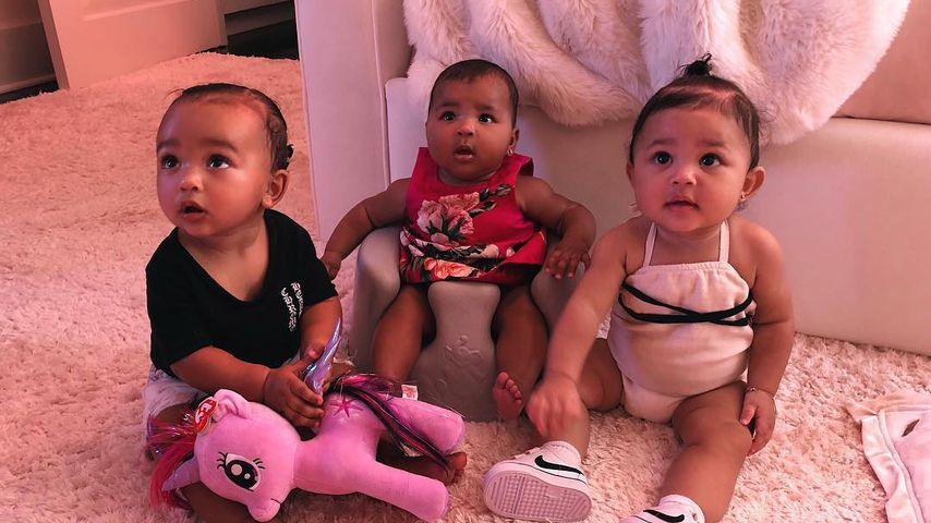 Chicago West, True Thompson und Stormi Webster (v.l.)