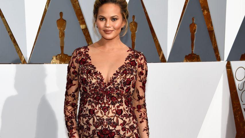 Sexy Baby-Glow: Chrissy Teigen hochschwanger bei den Oscars