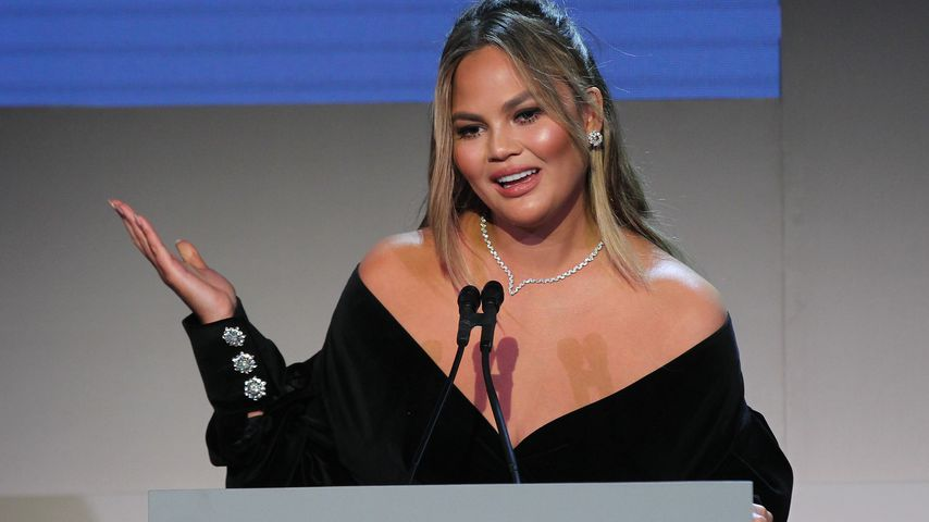 Chrissy Teigen bei einer Awardshow in NYC im November 2018