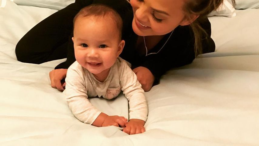 Chrissy Teigen mit ihrer Tochter Luna