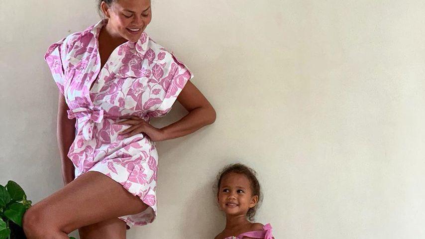 Chrissy Teigen und ihre Tochter Luna Simone im Juli 2020