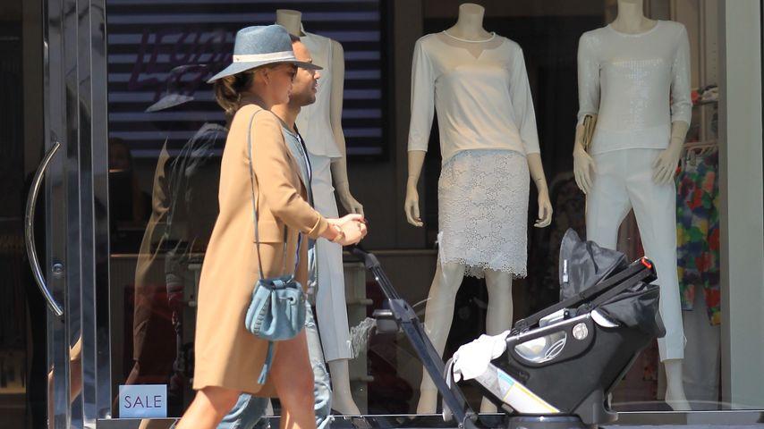 Chrissy Teigen und John Legend mit ihrem Baby in Beverly Hills